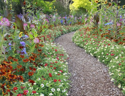 Summer flower garden border ideas a gallery of beautiful and functional flower garden paths gardening ideas sisterspd