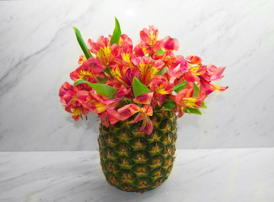 diy pineapple vase floral arrangement. Black Bedroom Furniture Sets. Home Design Ideas