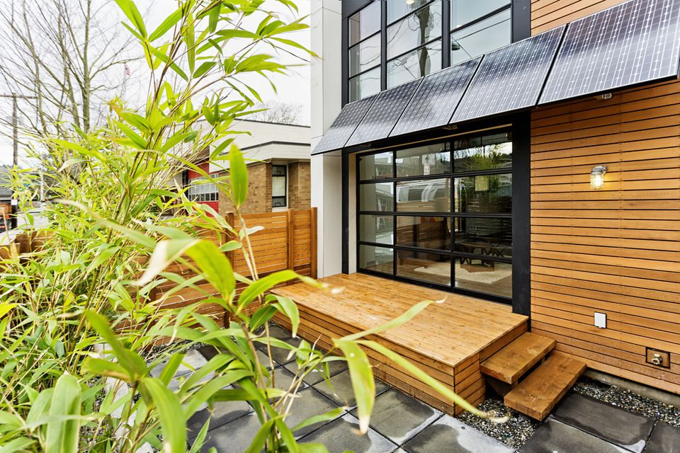 Living Green with Solar Panels