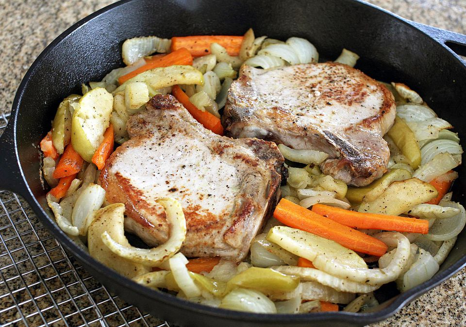 Pork Chops with Fennel and Apples