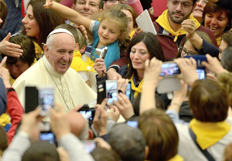 Pope Francis in crowd with smartphones