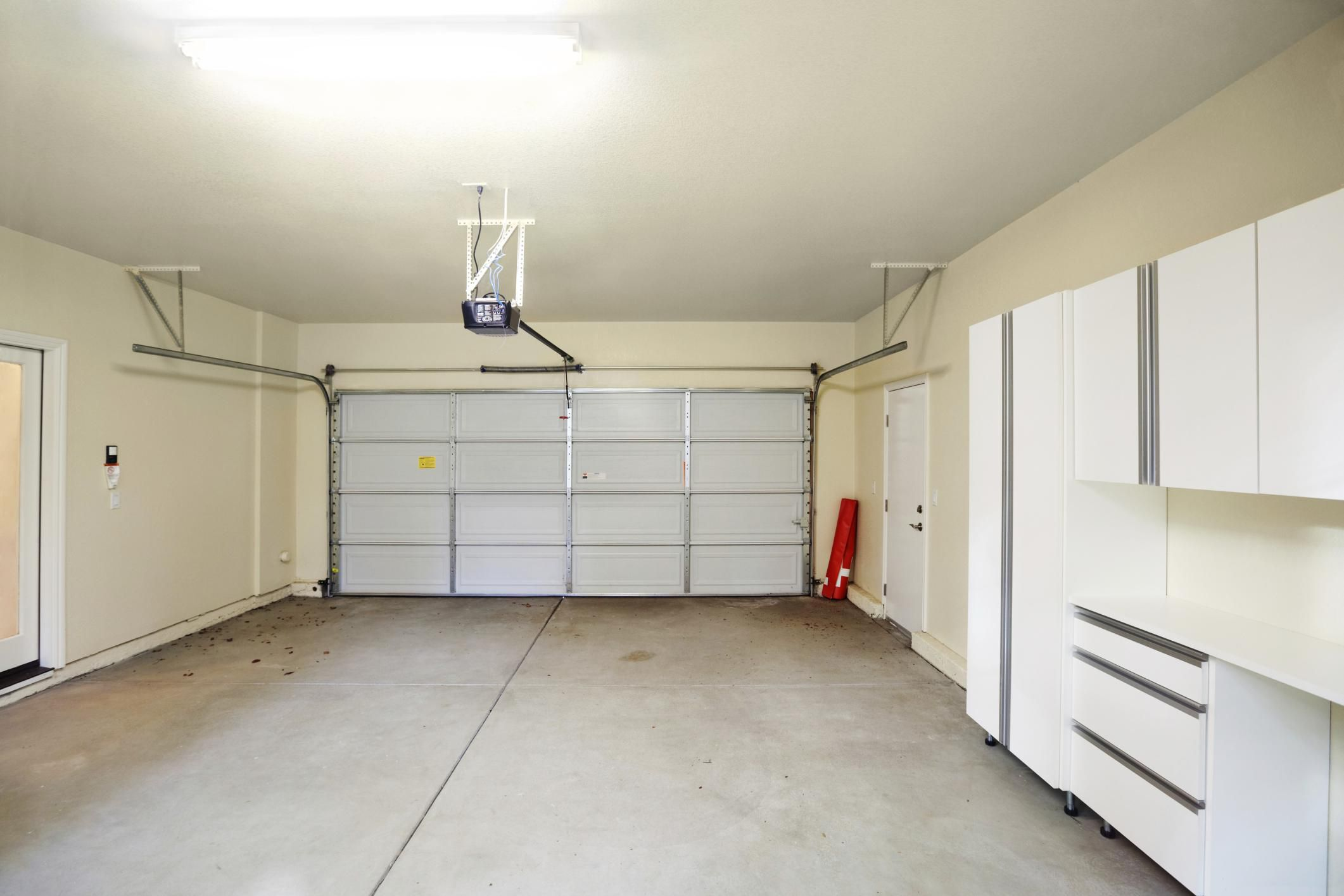 Simple Garage Door Maintenance Tips