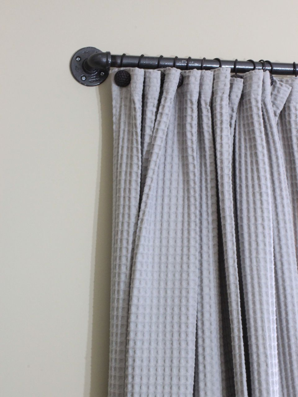 6 ways to make your own curtain rods for Paper curtains diy