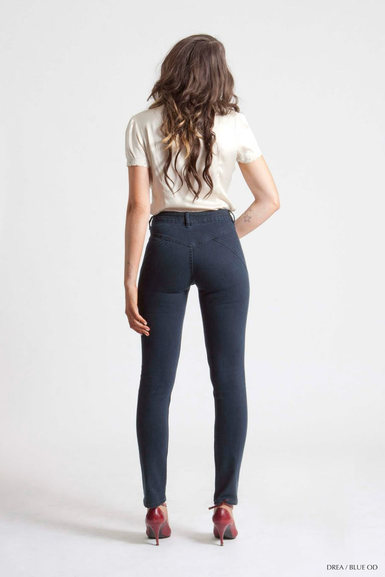 High-Waisted Jeans Outfits for Every Body Type