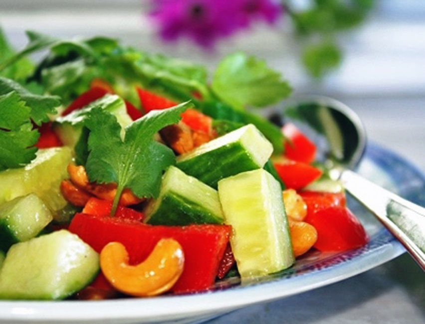 Crunchy Thai Cashew Salad!