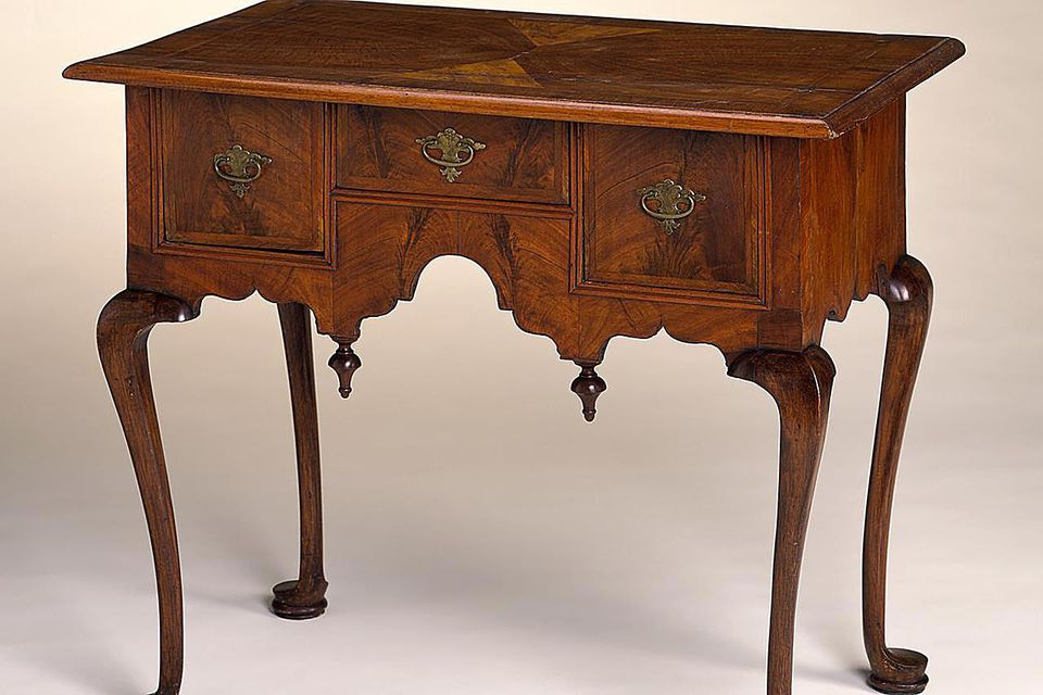 Dressing Table with Cabriole Legs;United States, Massachusetts, Boston, circa 1730-1750