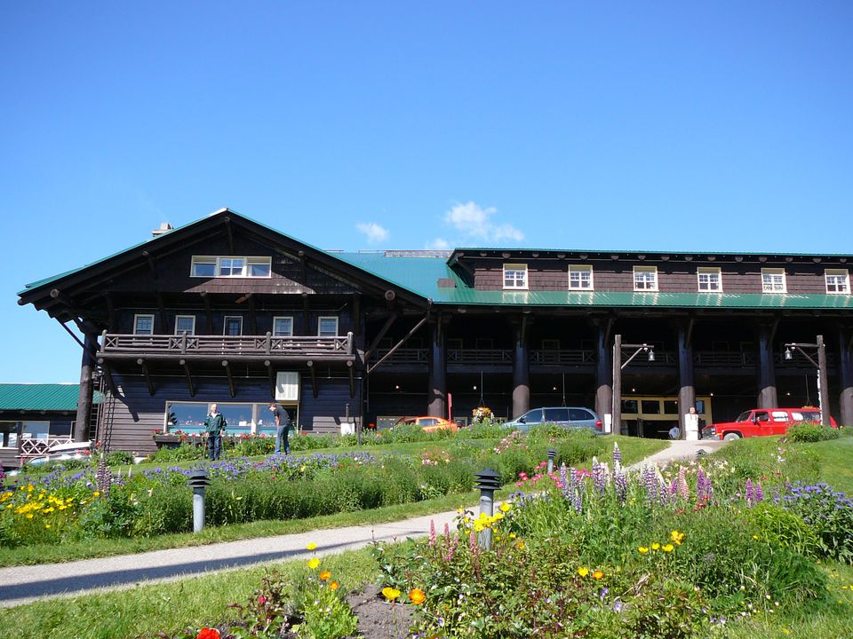 Picture of Glacier Park Lodge in East Glacier, Montana ©Angela M. Brown 2006