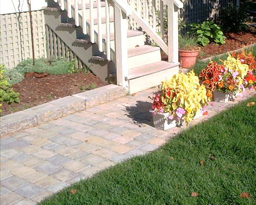 Picture of walkway made of pavers.