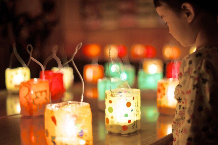 linternas para celebrar el día de la luna