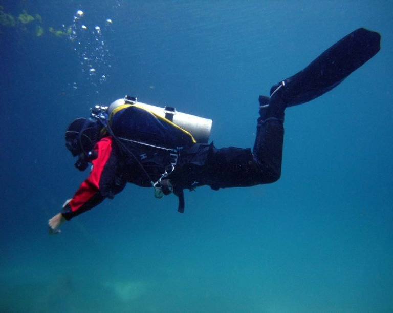 Photo of a scuba diver demonstrating proper trim.