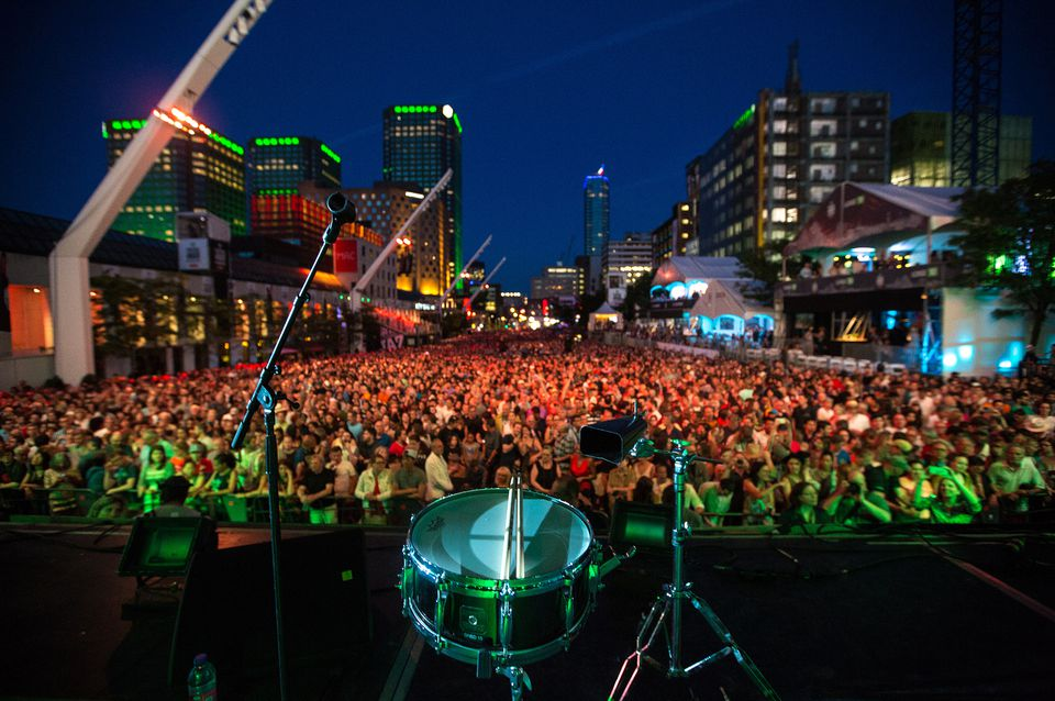 Montreal jazz festival hotels include these choice accommodations near the outdoor festival hub.