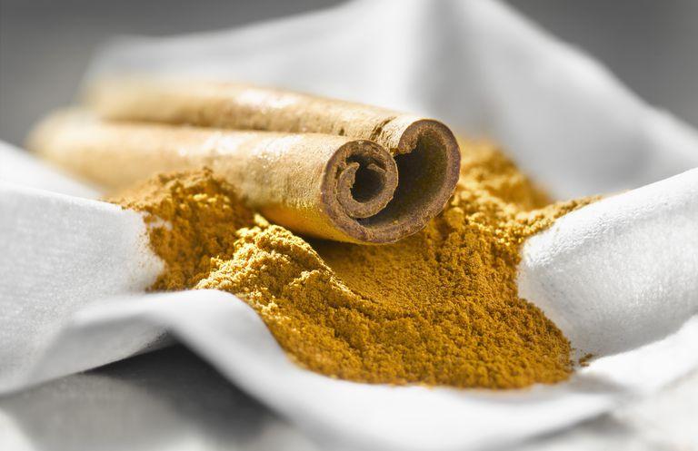 Cinnamon stick and powder