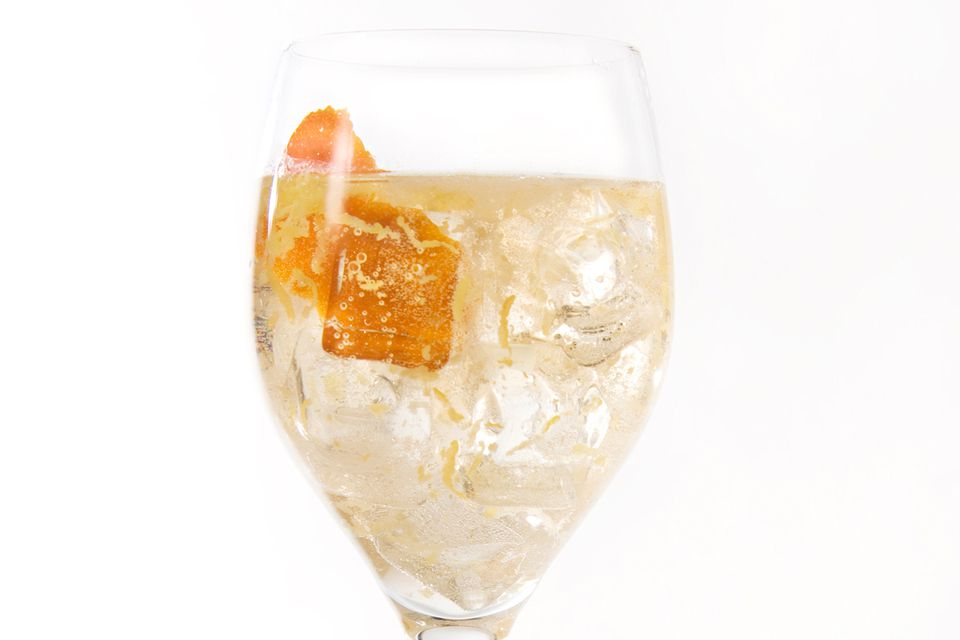 Easy White Wine Spritzer Cocktail Recipe