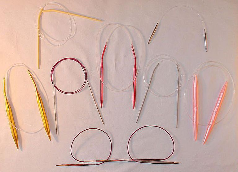Agujas circulares de diferente tipo, tamaño y forma.