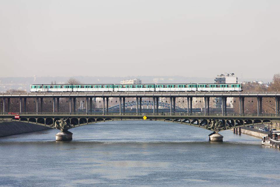 Paris metro crossing Pont de Bir-Hakeim, Paris, France