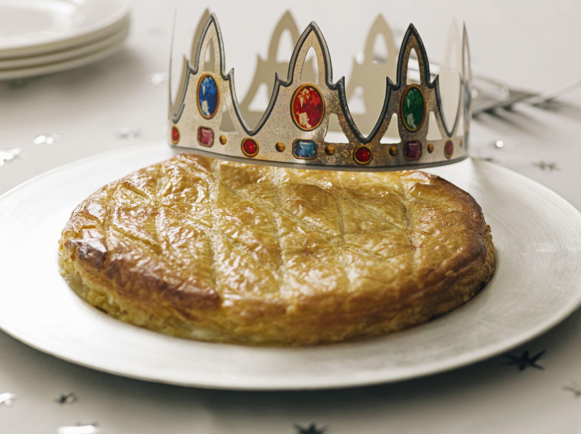 Classic french galette des rois cake recipe - Decor galette des rois ...