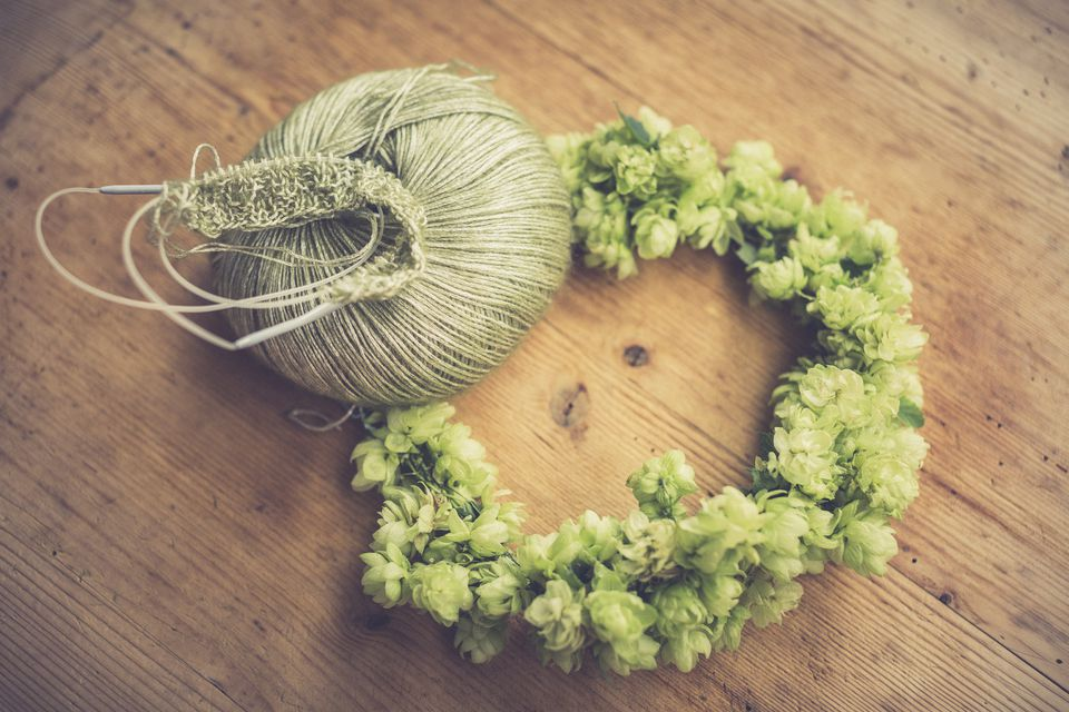 Use yarn to create a beautiful spring wreath