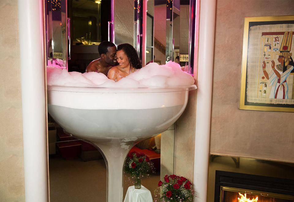 Champagne Bathtub at Cove Haven, Poconos