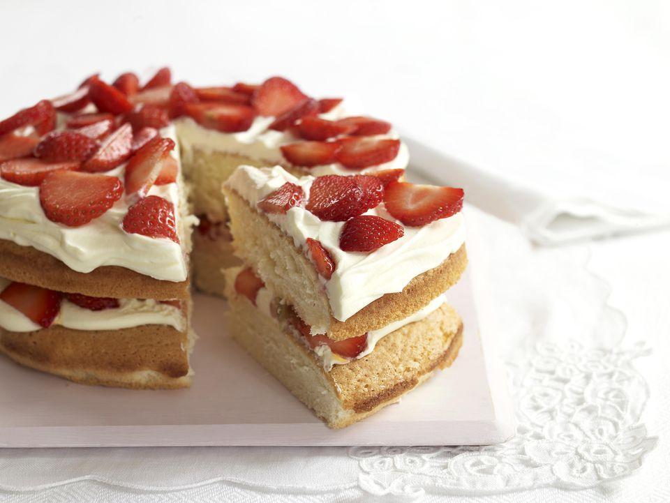 Strawberry-Cream-Sponge-Cake