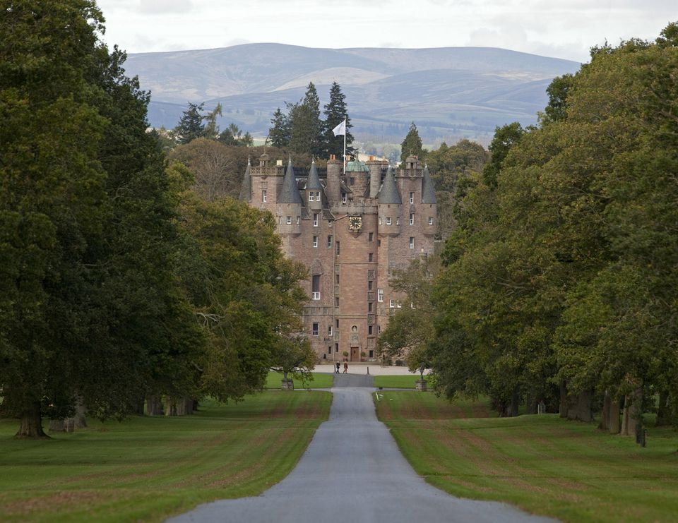 Looking for the murderous macbeth at glamis castle for Scottish highland castle house plans