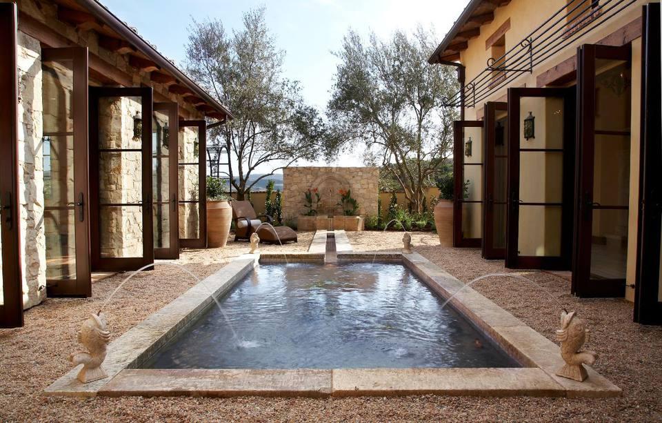 25 beautiful mediterranean pool designs for Mediterranean courtyard designs