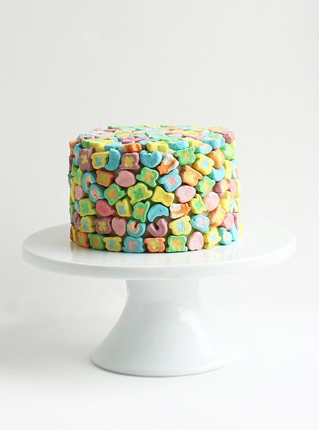 25 Incredibly Easy Ways to Decorate a Cake