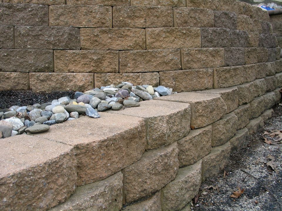 How To Lay A Retaining Wall With Blocks
