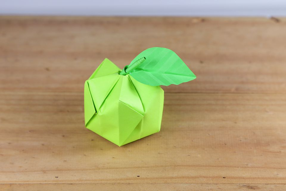 An origami apple that you can make