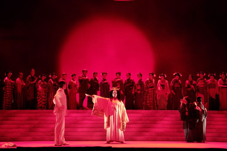 plot summary of m butterfly Based on a true story that stunned the world, and inspired by giacomo puccini's  opera madama butterfly, m butterfly was an immediate sensation when it.