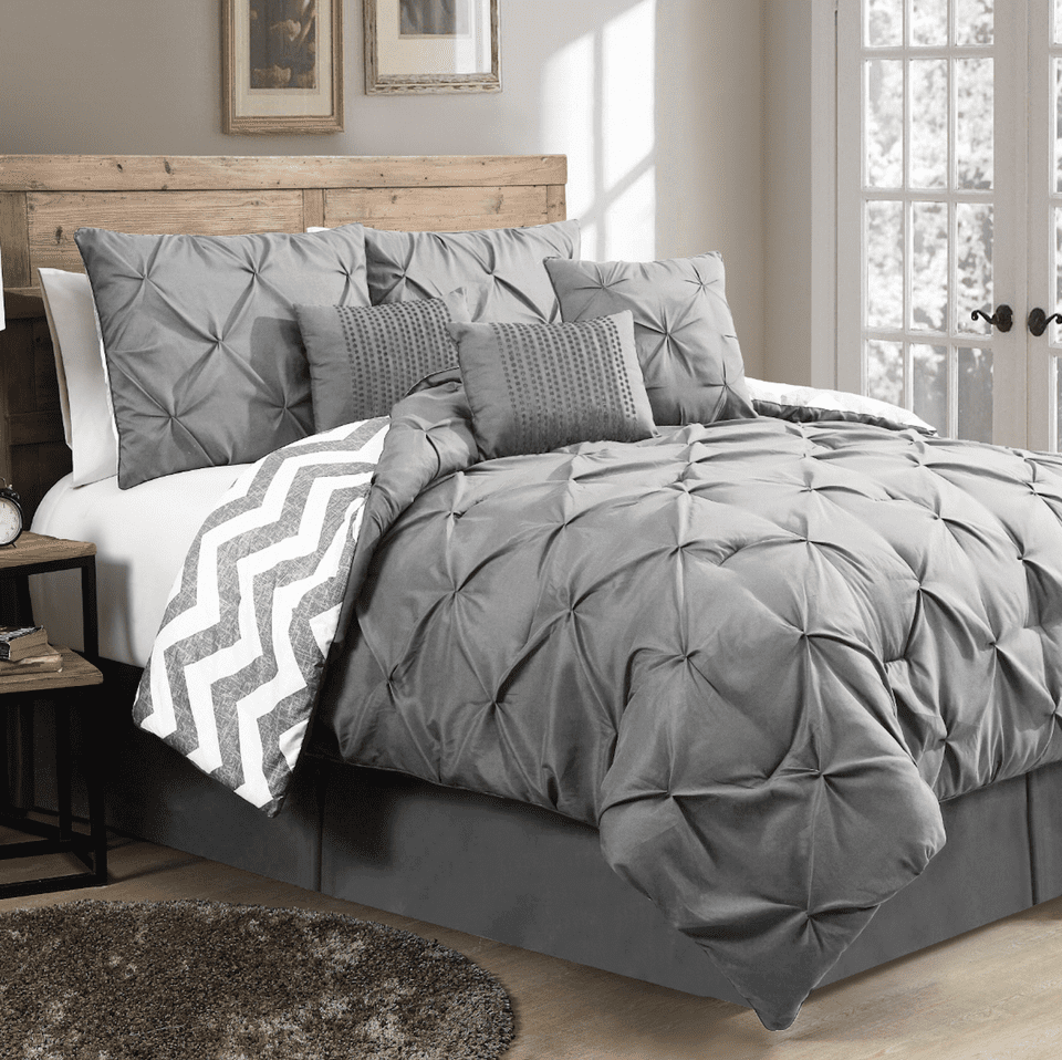 10 awesome guest bedroom decorating ideas for Bedroom quilt ideas