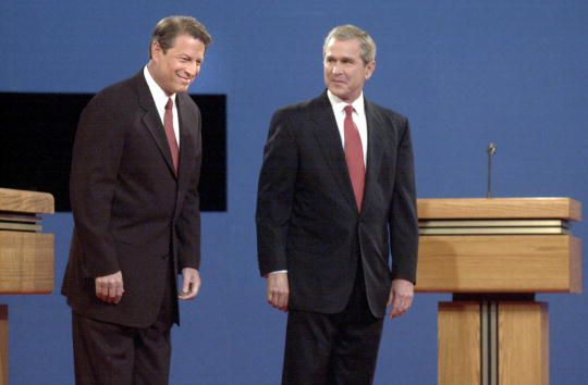 a comparison of presidential debates between bush and gore 1960-first televised pres debate (between kennedy and nixon), 1992-ross perot vs clinton vs bush, 2004-nader wanted to participate, was vetoed by kerry/bush) 1960 first televised presidential debate.