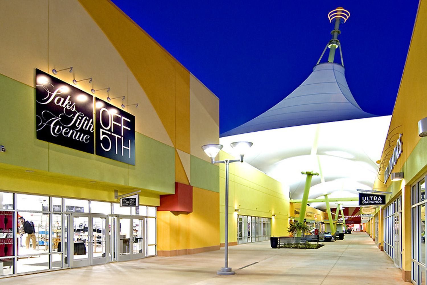After reaching an agreement with the city for public infrastructure improvement, Horizon Group Properties, Inc. opened the Oklahoma City outlet mall, officially named