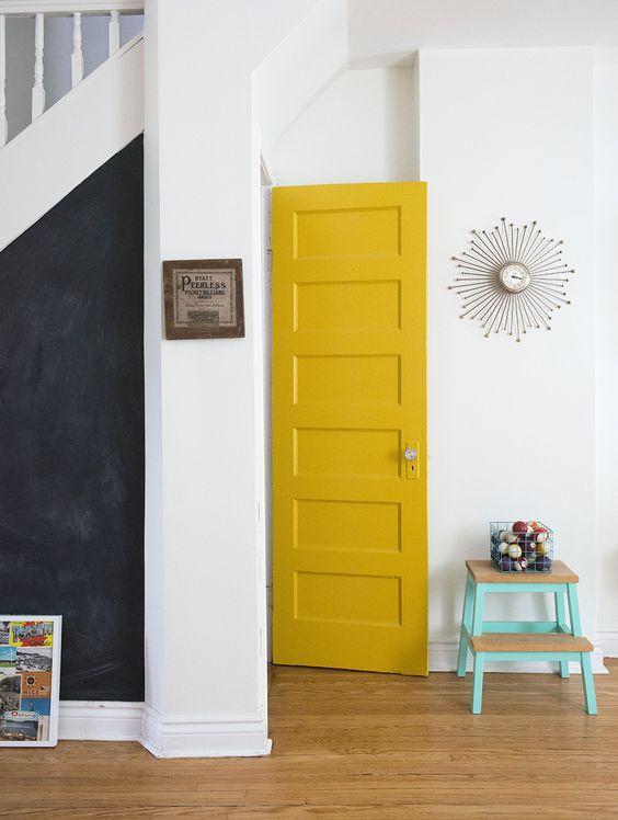 Puerta interior amarilla