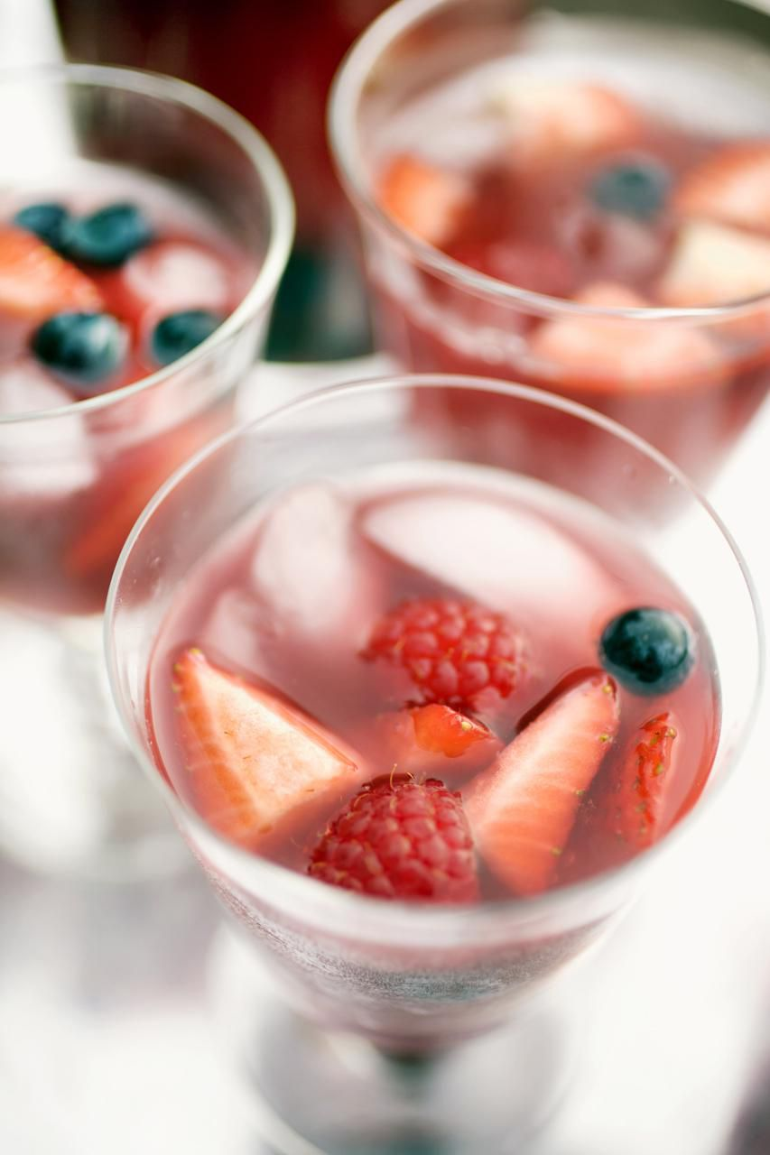 Fresh berry sangria