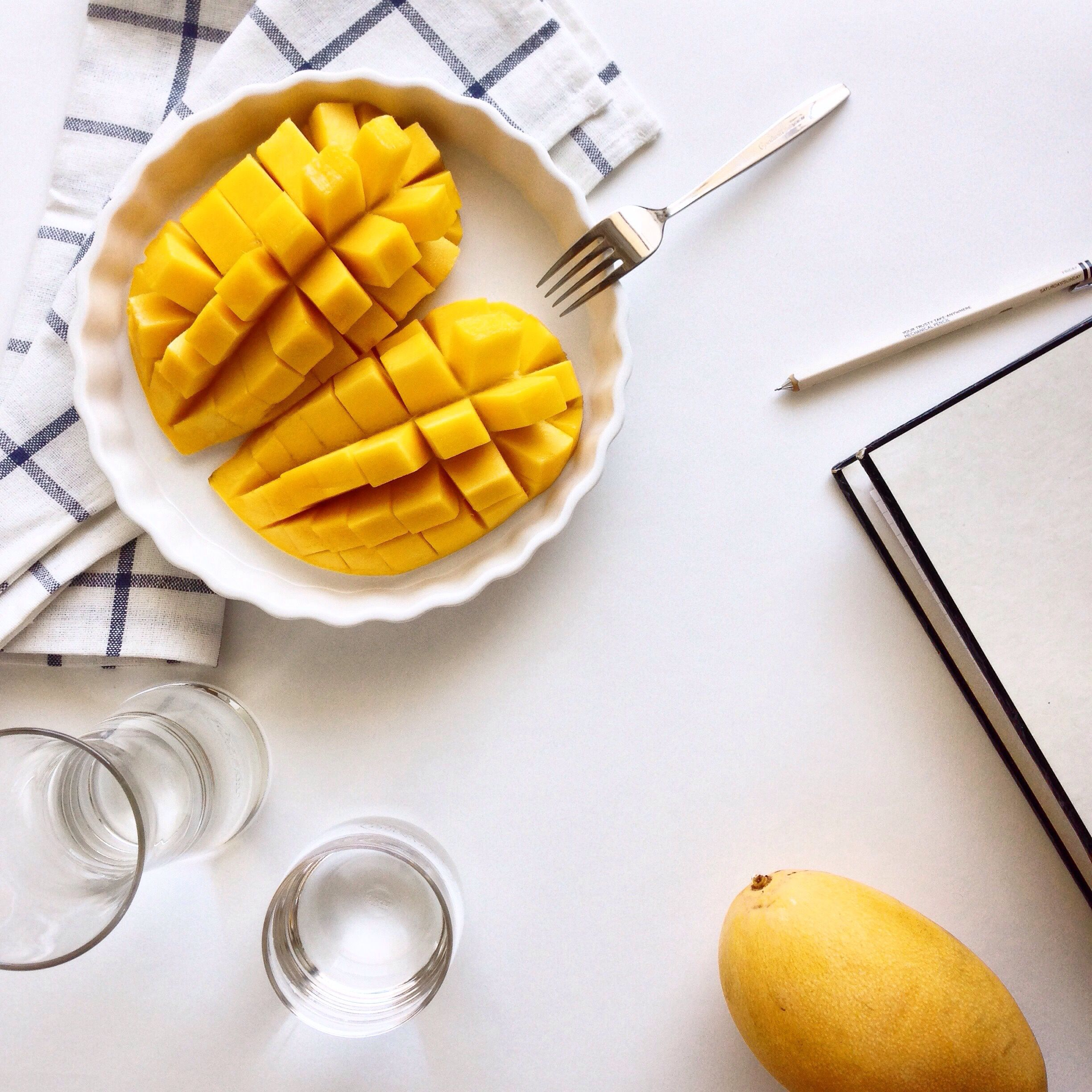 How to cut and prepare fresh mango great tasting mango recipes and tips for storage and preparation ccuart Image collections