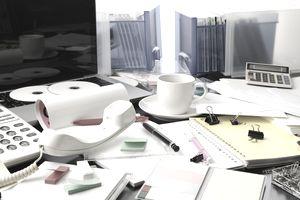 Desktop in a mess intensely