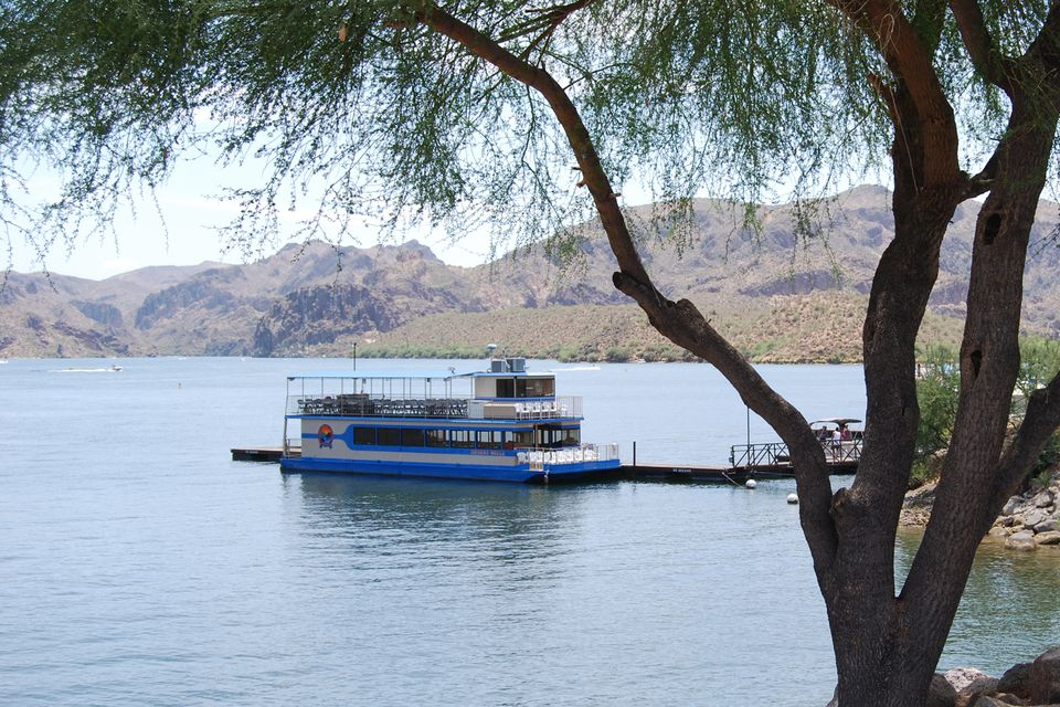 The Desert Belle at Saguaro lake