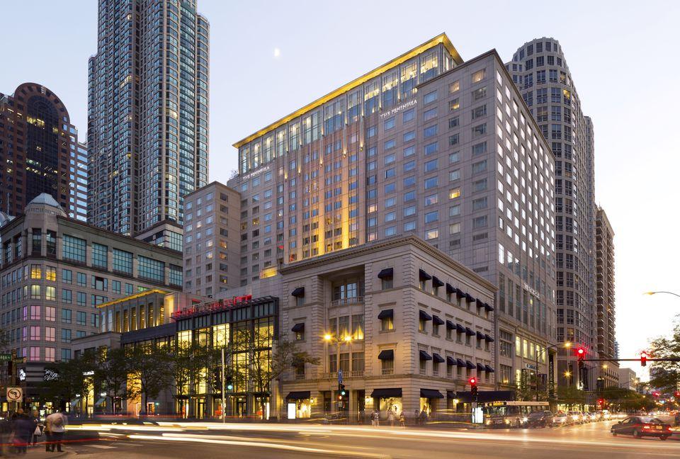 Peninsula Chicago exterior