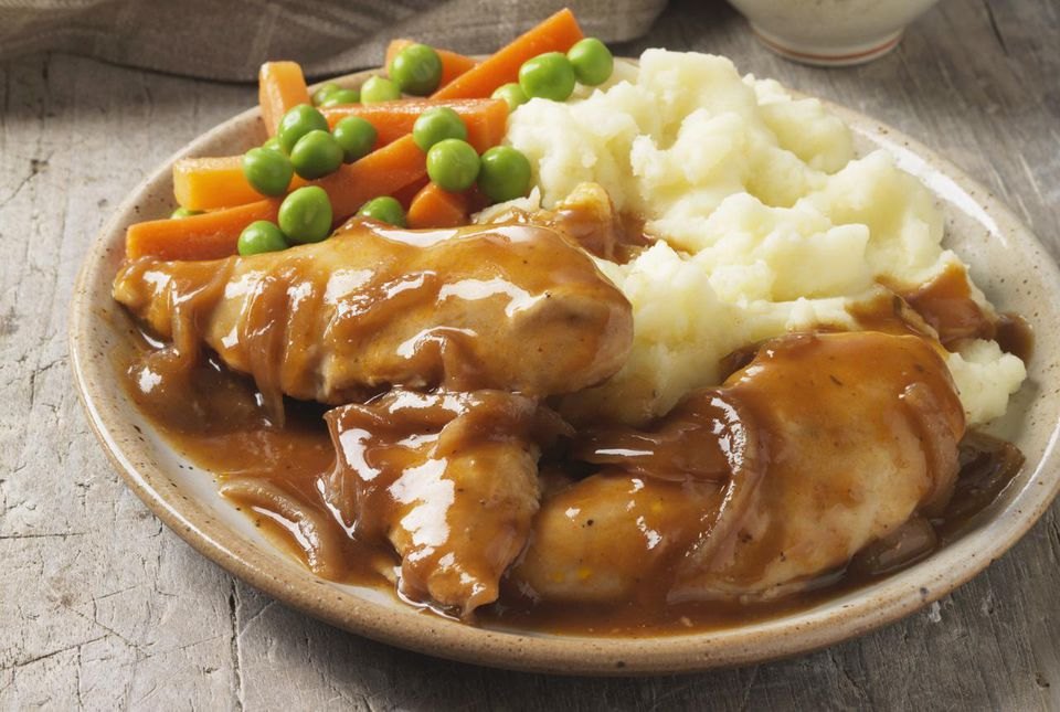 Chicken smothered in gravy, with vegetables