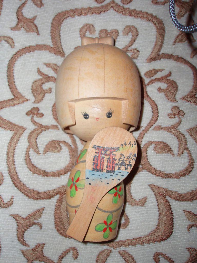 WoodenDoll_Fanghong_WikiC.jpg
