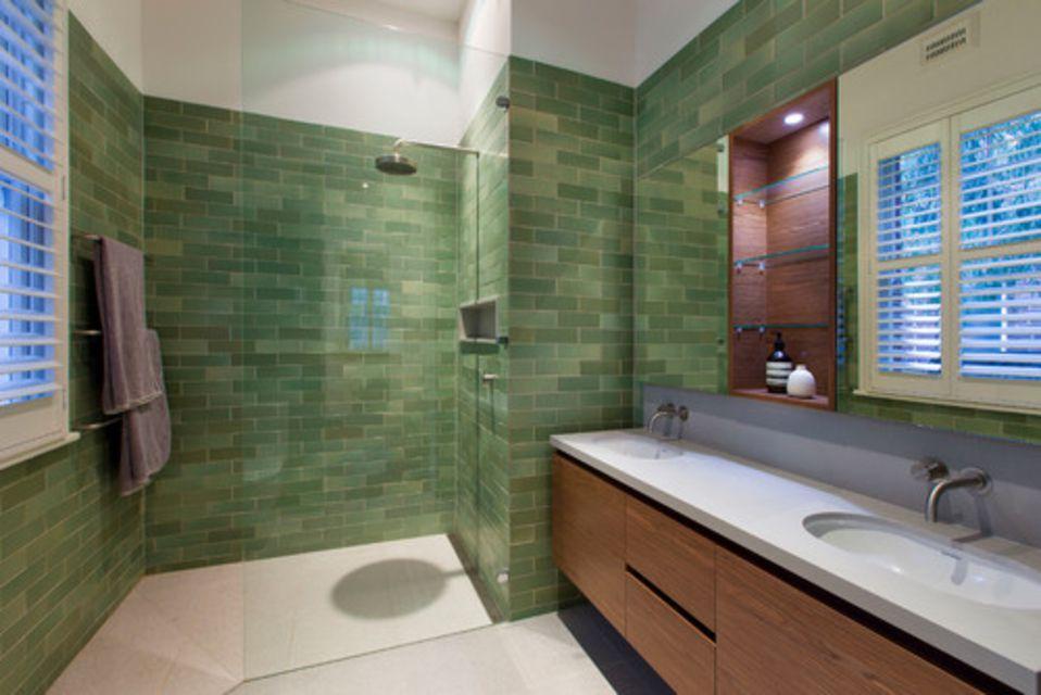 12 Gorgeous Green Bathrooms