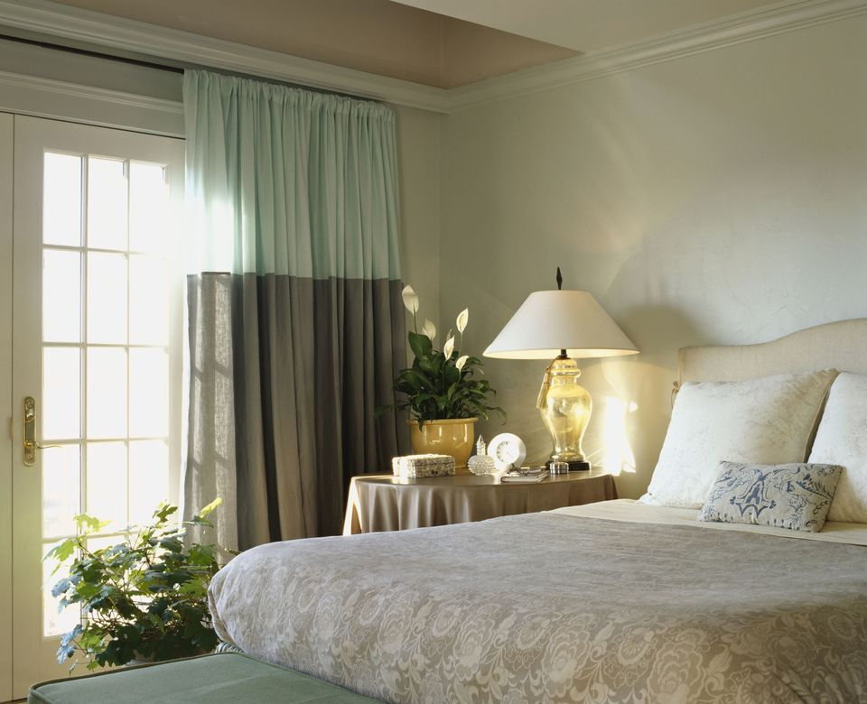 Houseplants in the bedroom. How to Decorate a Relaxing Bedroom