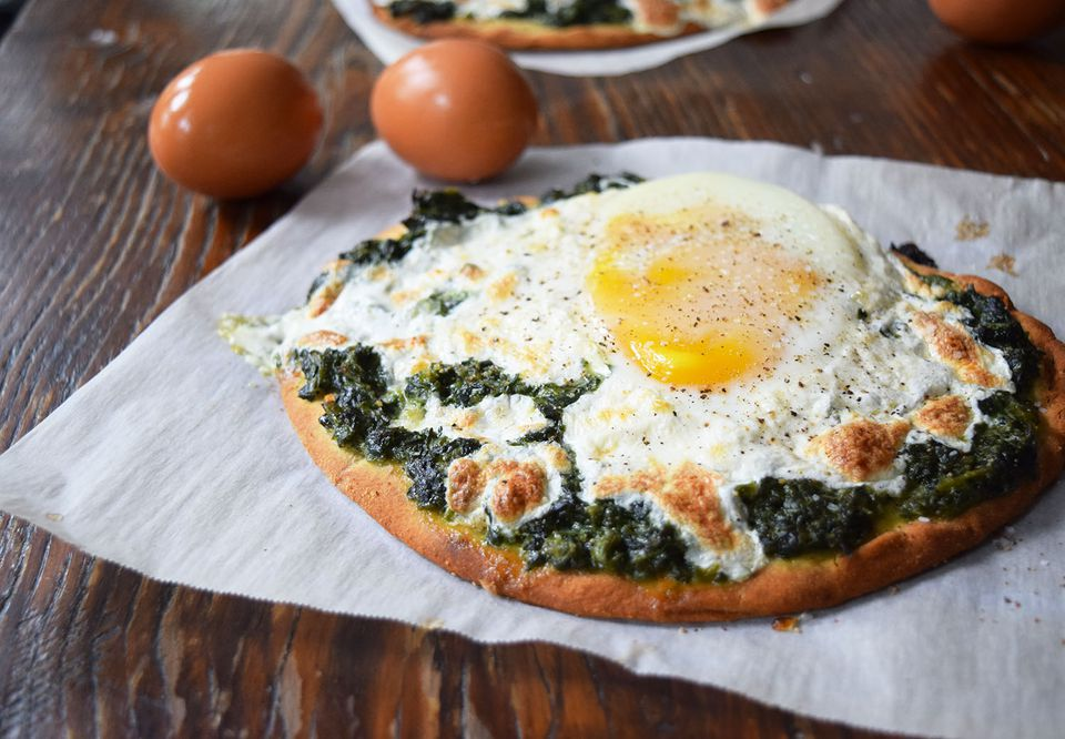 creamed spinach breakfast pizza