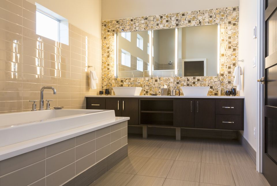 Luxurious Modern Bathroom 470649469