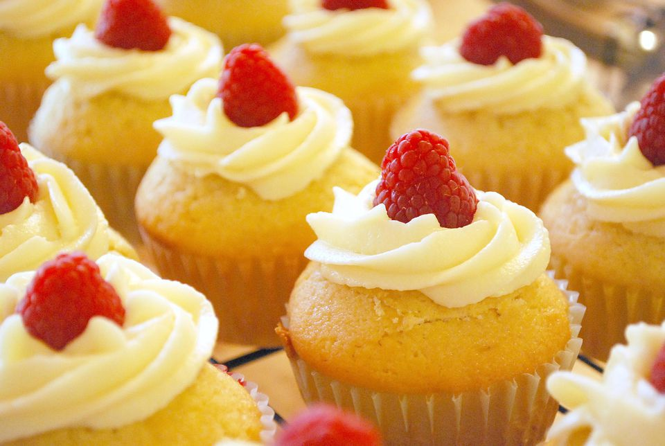 Vanilla-almond cupcakes with white chocolate buttercream