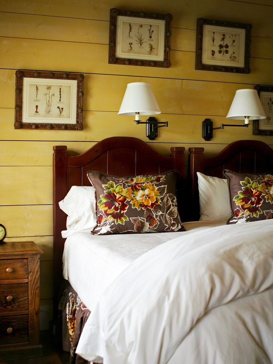 Rustic cottage bedroom  How to Decorate in Cottage Style