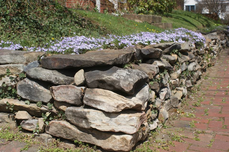 Building stone retaining walls for How to build a river rock patio