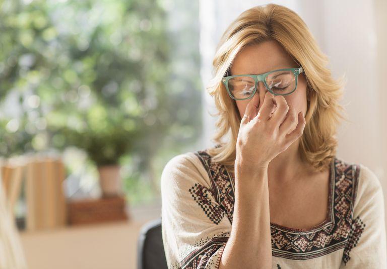 Woman having headache