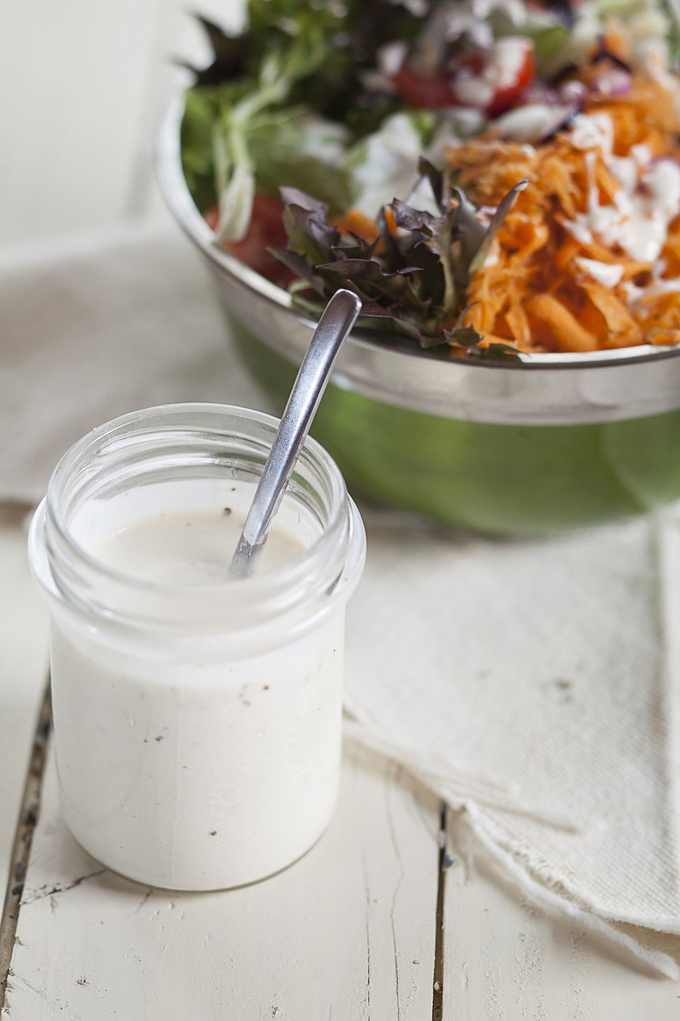 Garlic yogurt salad dressing