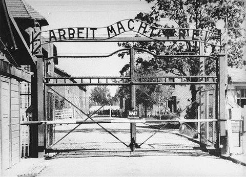 Picture of the now famous sign that reads Arbeit Macht Frei at the entrance of Auschwitz I.
